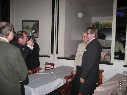 suurlähettiläs Merle Pajula ja Tuglas-seuran puheenjohtaja Juhani Salokannel