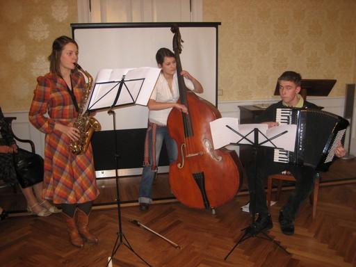 tallinnalaiset musiikinopiskelijat soittivat aperiivi-musiikkia