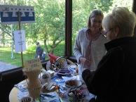Keravan Viro-seuran myyntipöytä